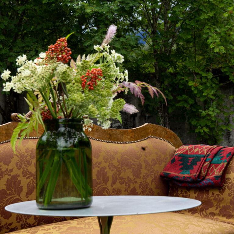 3.Ritrovato-Flowers at the sofa